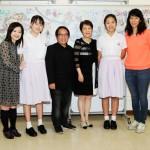 本校校董中文大學教育學院院長副院長劉兆瑛教授欣賞同學的分享及對創作的投入